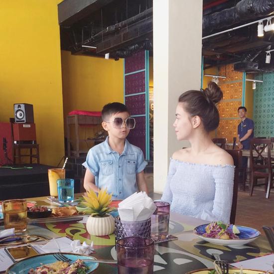Nghi vấn Hà Hồ đưa con trai đi du lịch cùng Kim Lý tại Đà Nẵng - Ảnh minh hoạ 3