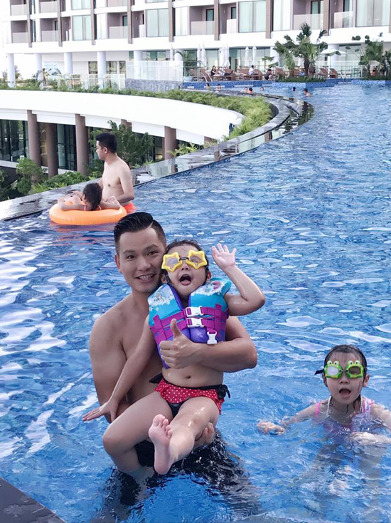 Jennifer Phạm tận hưởng kỳ nghỉ 2/9 bên chồng con - Ảnh minh hoạ 8