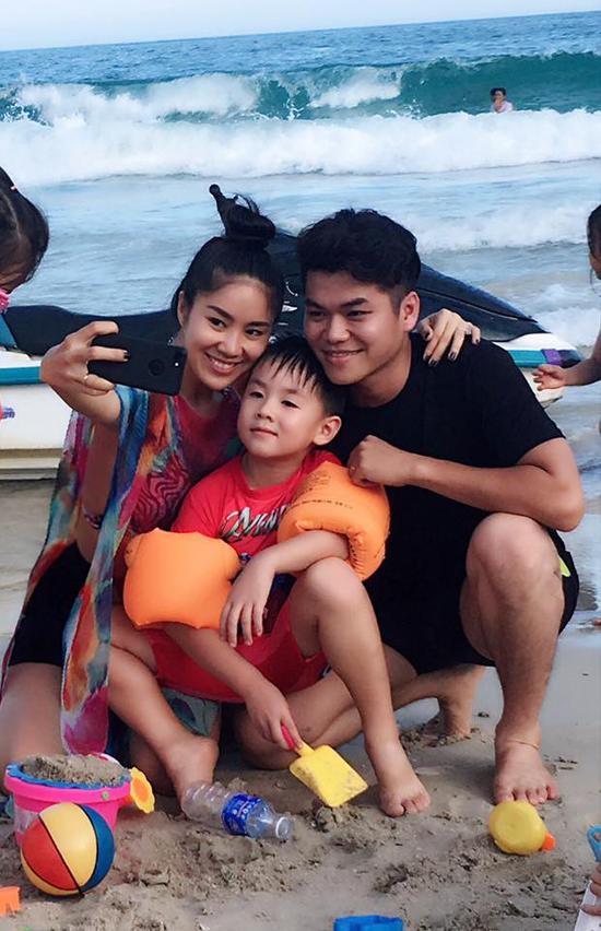 Lê Phương khoe ảnh hạnh phúc bên ông xã Trung Kiên và con trai - Ảnh minh hoạ 4