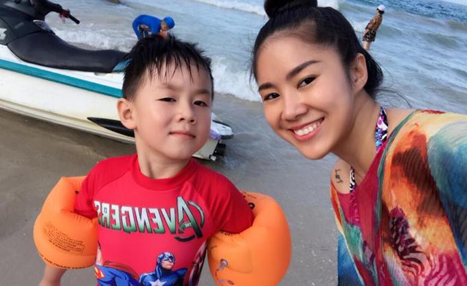 Lê Phương khoe ảnh hạnh phúc bên ông xã Trung Kiên và con trai - Ảnh minh hoạ 5