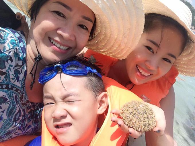 Lê Phương khoe ảnh hạnh phúc bên ông xã Trung Kiên và con trai - Ảnh minh hoạ 8