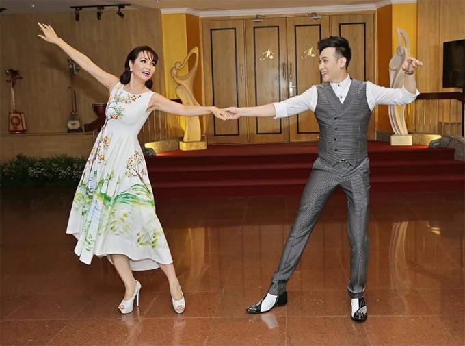 Mai Thu Huyền tình tứ khiêu vũ cùng Nguyên Vũ