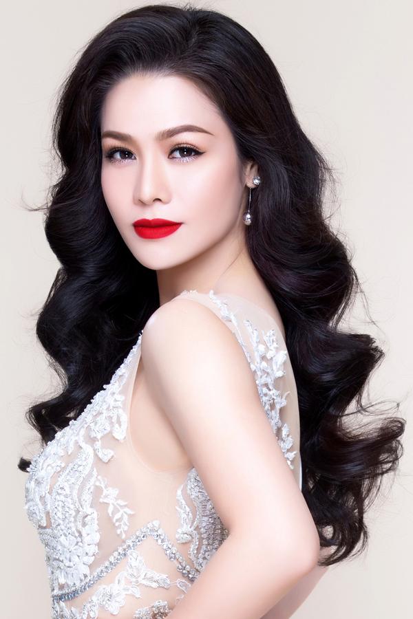 Nhật Kim Anh khoe nhan sắc rực rỡ của