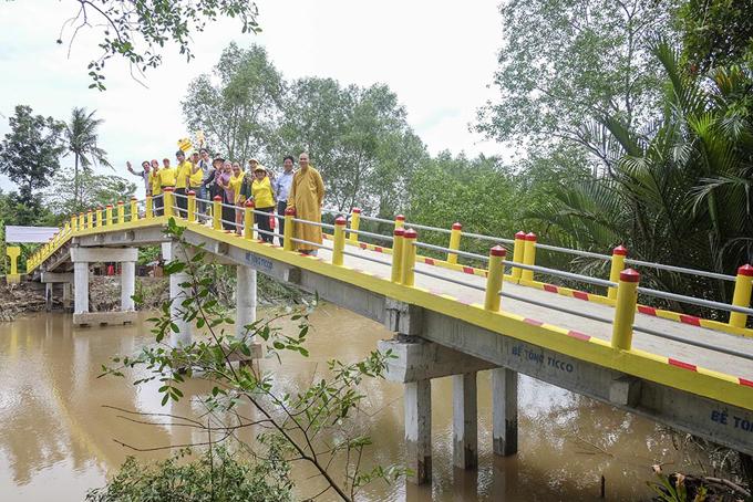 Trang Trần vận động 300 triệu xây cầu cho người dân tỉnh Bến Tre - Ảnh minh hoạ 5