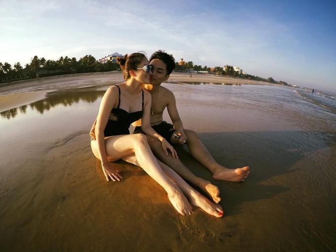 Vợ chồng Khánh Thi - Phan Hiển hôn nhau nồng cháy trong kỳ nghỉ - Ảnh minh hoạ 2