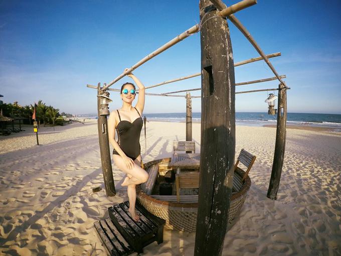 Vợ chồng Khánh Thi - Phan Hiển hôn nhau nồng cháy trong kỳ nghỉ - Ảnh minh hoạ 5