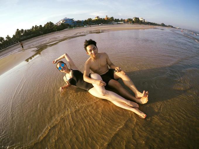 Vợ chồng Khánh Thi - Phan Hiển hôn nhau nồng cháy trong kỳ nghỉ - Ảnh minh hoạ 3
