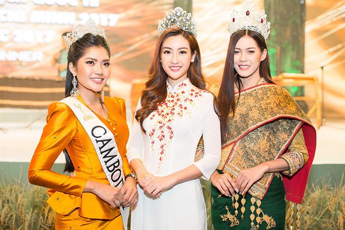 Đỗ Mỹ Linh đẹp nổi bật bên Hoa hậu Hoàn vũ Lào và Hoa hậu Toàn cầu Campuchia