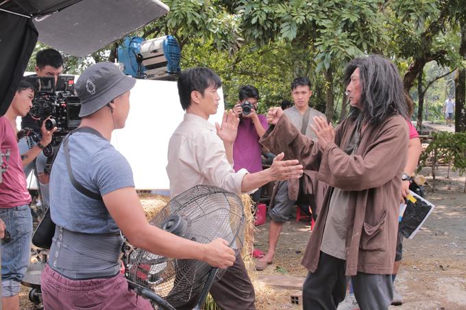 Bebe Phạm để mặt mộc, hỗ trợ ông xã Dustin đóng phim mới - Ảnh minh hoạ 8