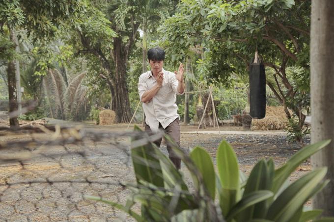 Bebe Phạm để mặt mộc, hỗ trợ ông xã Dustin đóng phim mới - Ảnh minh hoạ 4