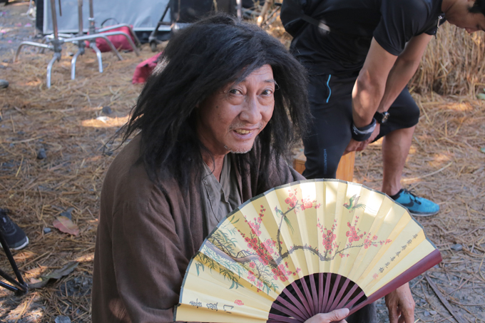 Bebe Phạm để mặt mộc, hỗ trợ ông xã Dustin đóng phim mới - Ảnh minh hoạ 7
