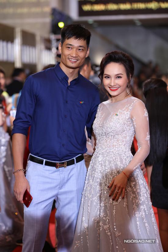 Dàn sao lộng lẫy trên thảm đỏ lễ trao giải VTV Awards 2017 - Ảnh minh hoạ 2