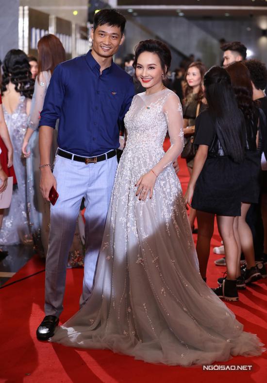 Dàn sao lộng lẫy trên thảm đỏ lễ trao giải VTV Awards 2017