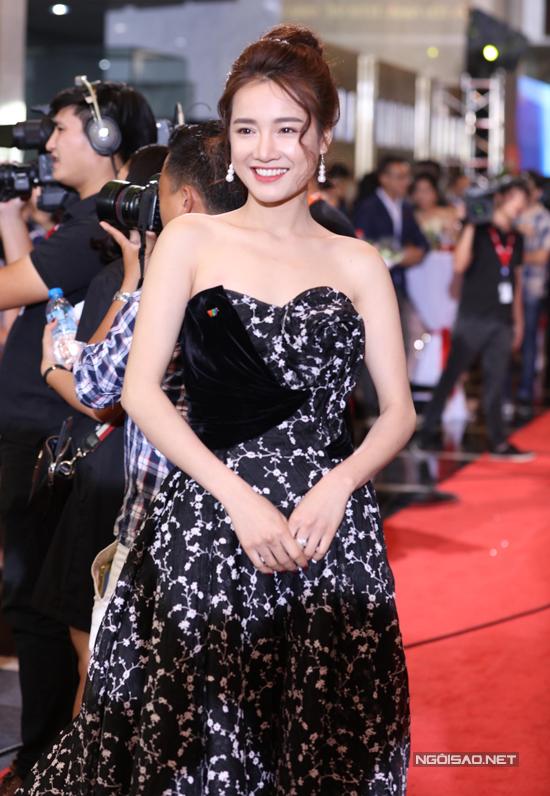 Dàn sao lộng lẫy trên thảm đỏ lễ trao giải VTV Awards 2017 - Ảnh minh hoạ 5