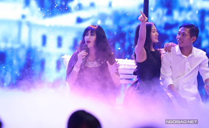 Diva Thanh Lam cũng trình diễn trong lễ trao giải.