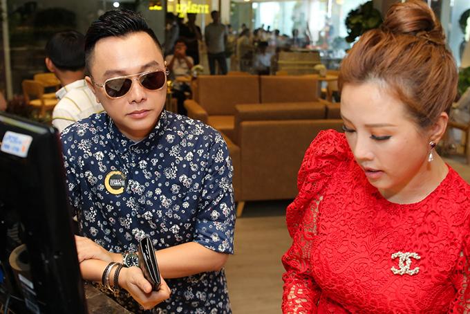Trấn Thành 'trốn' Hari Won đi uống trà sữa với Hoa hậu Thu Hoài