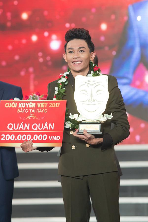 Quán quân Cười xuyên Việt 2017 Hồng Thanh được bạn gái ủng hộ trong đêm chung kết