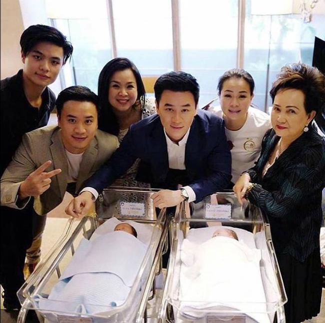 Mỹ nhân đẹp nhất Thái Lan Chompoo Araya khoe cặp song sinh vừa chào đời