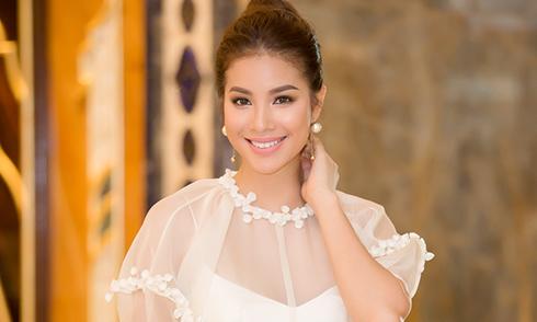 Phạm Hương diện đầm công chúa đi event cuối tuần
