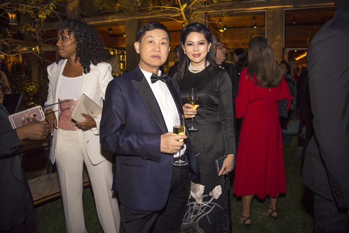 Vợ chồng cựu diễn viên Thuỷ Tiên dự tiệc cùng Selena Gomez - Ảnh minh hoạ 2