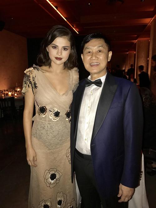 Vợ chồng cựu diễn viên Thuỷ Tiên dự tiệc cùng Selena Gomez - Ảnh minh hoạ 6