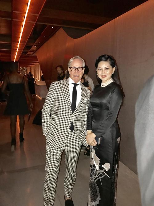 Vợ chồng cựu diễn viên Thuỷ Tiên dự tiệc cùng Selena Gomez - Ảnh minh hoạ 7