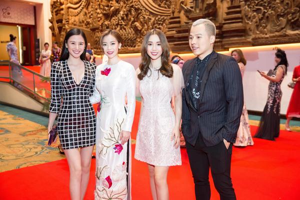 Hoa Hậu Hải Dương khoe sắc với áo dài tại Thái Lan