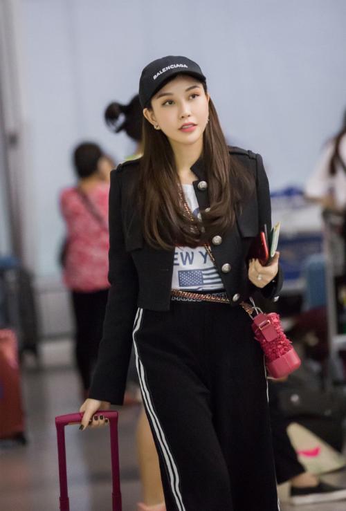Hoa hậu Lam Cúc khoe sắc trong chuyến bay tới Hàn Quốc - Ảnh minh hoạ 4