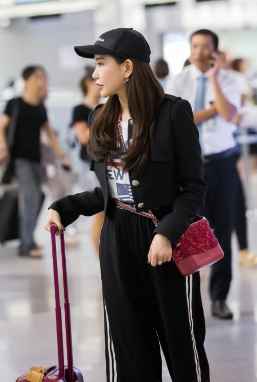 Hoa hậu Lam Cúc khoe sắc trong chuyến bay tới Hàn Quốc - Ảnh minh hoạ 3