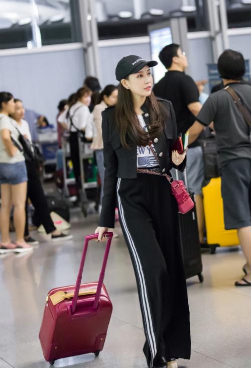 Hoa hậu Lam Cúc khoe sắc trong chuyến bay tới Hàn Quốc - Ảnh minh hoạ 8