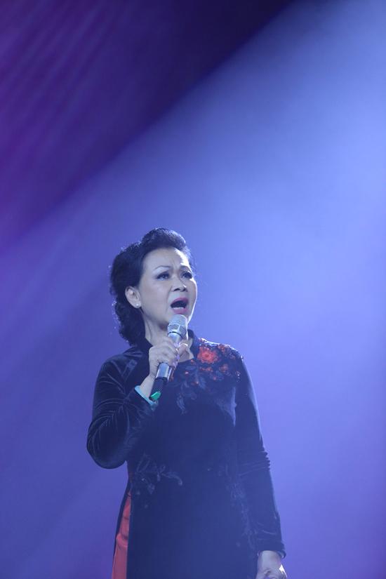 Khánh Ly quên cả lời bài hát vì quá xúc động - Ảnh minh hoạ 2