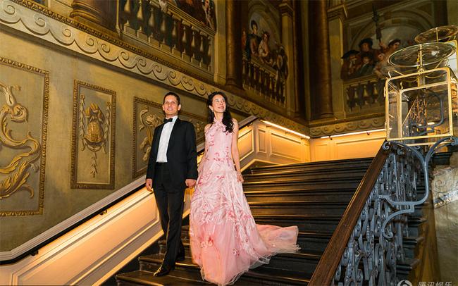 Vợ chồng Mạc Văn Úy kỷ niệm 30 năm bên nhau tại lâu đài ở Anh