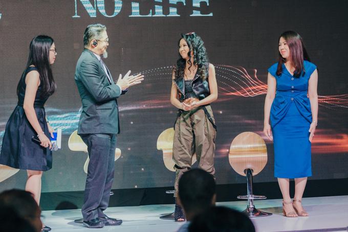 Bố mẹ Suboi chúc mừng con gái trở thành đại sứ xe hơi - Ảnh minh hoạ 6