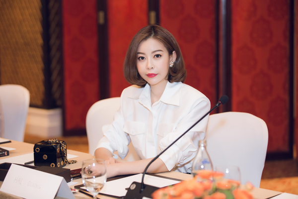 Ông xã tháp tùng Hoa hậu Hải Dương dự sự kiện tại Thái Lan - Ảnh minh hoạ 5