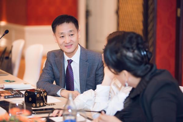 Ông xã tháp tùng Hoa hậu Hải Dương dự sự kiện tại Thái Lan - Ảnh minh hoạ 2