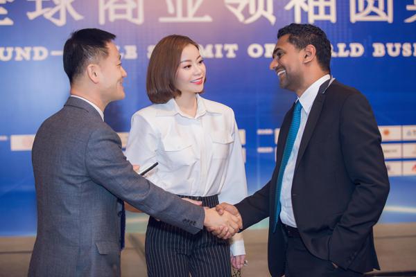 Ông xã tháp tùng Hoa hậu Hải Dương dự sự kiện tại Thái Lan