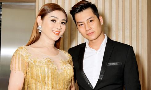 Lâm Khánh Chi sánh đôi hôn phu kém 8 tuổi đi sự kiện