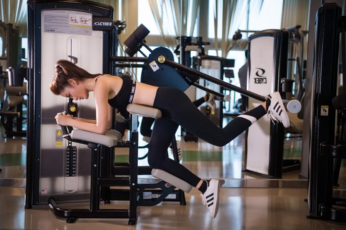 Huyền My miệt mài tập luyện để có vòng eo 59cm