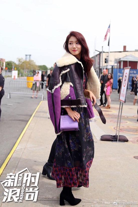 Park Shin Hye ép cân khiến mặt gầy rõ rệt