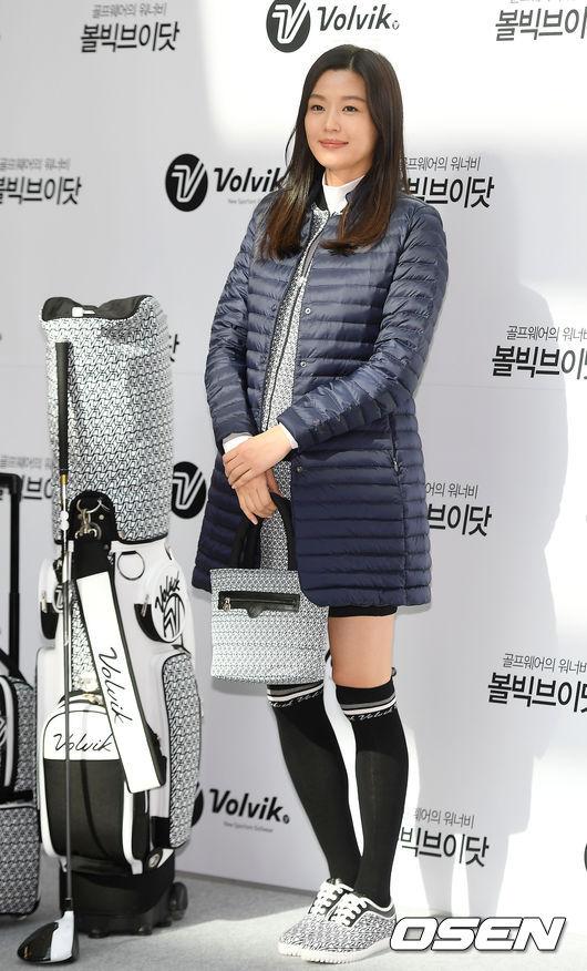 'Mợ chảnh' Jeon Ji Hyun bế bụng bầu 7 tháng đi sự kiện
