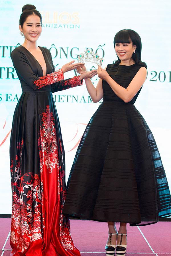 Nam Em gợi cảm đến trao vương miện Hoa hậu Trái đất Việt Nam cho Hà Thu - Ảnh minh hoạ 12