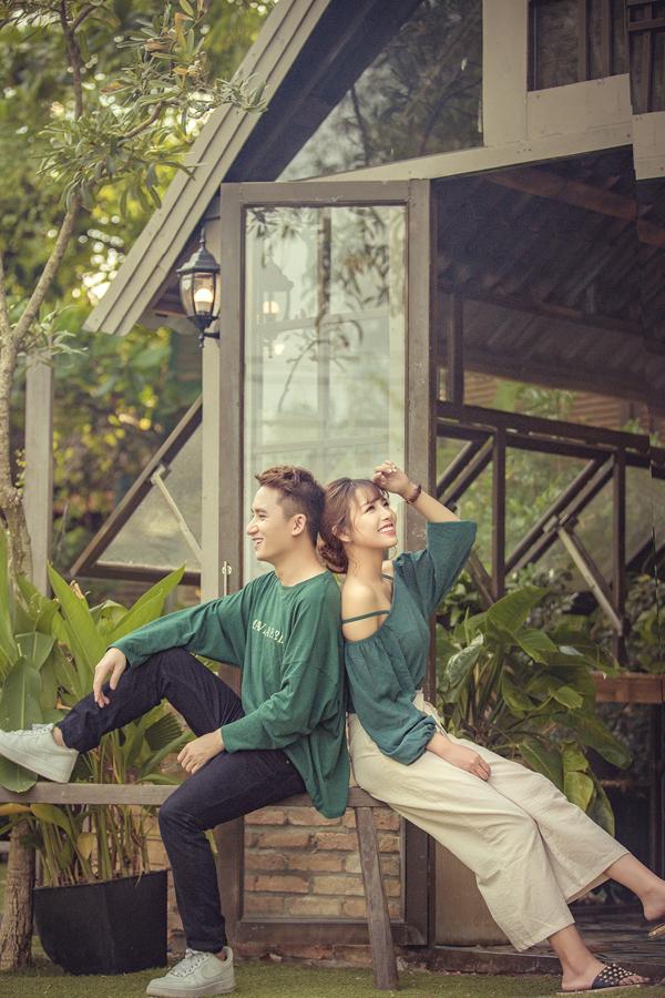 Phan Mạnh Quỳnh lần đầu công khai bạn gái xinh đẹp