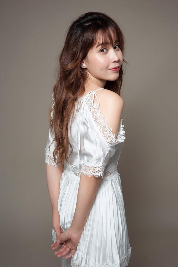 Lưu Hương Giang khoe vai trần trong bộ ảnh quảng bá single mới
