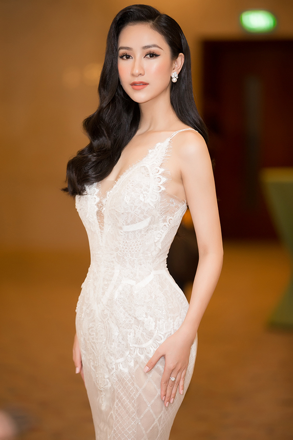 Nam Em gợi cảm đến trao vương miện Hoa hậu Trái đất Việt Nam cho Hà Thu