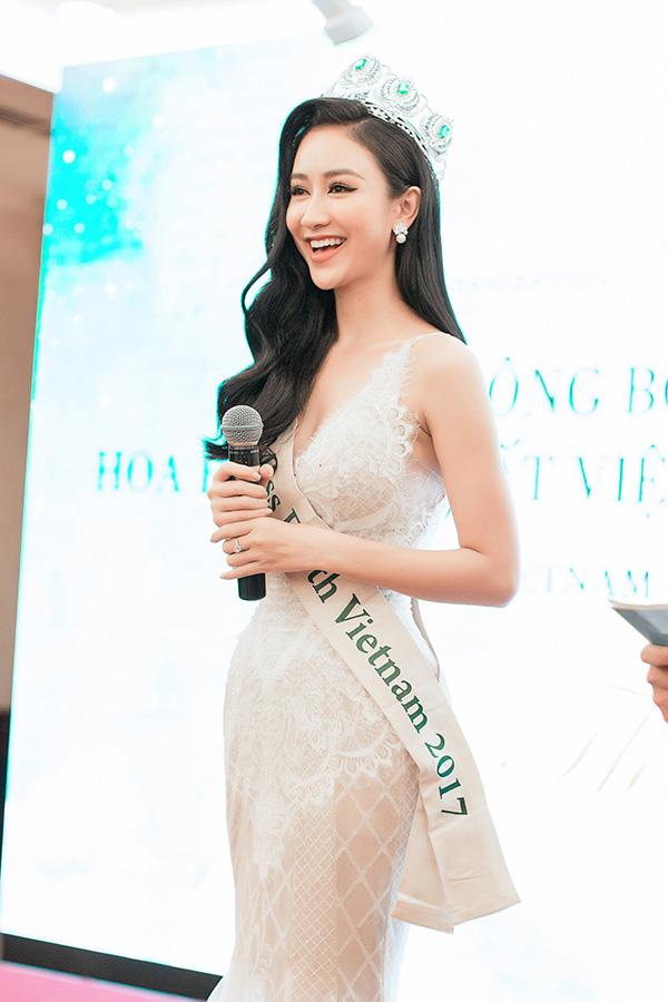 Nam Em gợi cảm đến trao vương miện Hoa hậu Trái đất Việt Nam cho Hà Thu - Ảnh minh hoạ 8
