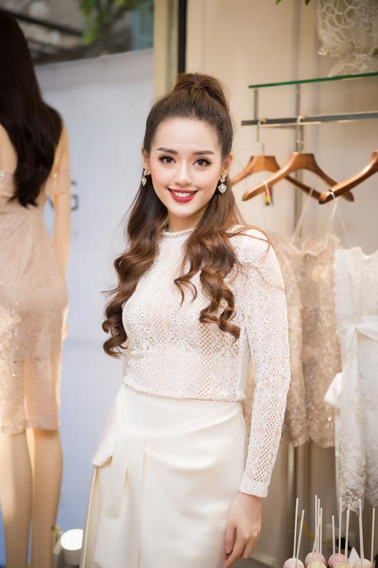 Tú Anh mặc váy trễ nải dự event sau sự cố nhập viện truyền nước - Ảnh minh hoạ 10