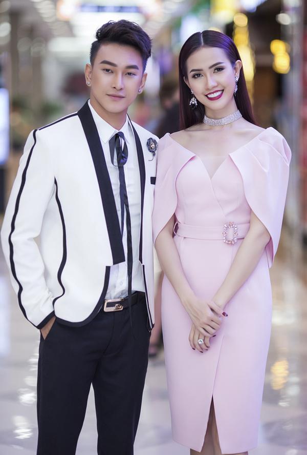 Phan Thị Mơ tình tứ với ca sĩ Hoàng Kỳ Nam trong sự kiện