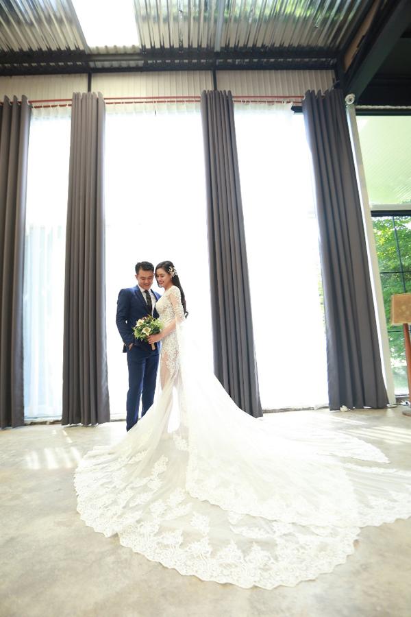 Vân Quang Long bất ngờ công khai ảnh cưới vợ mới