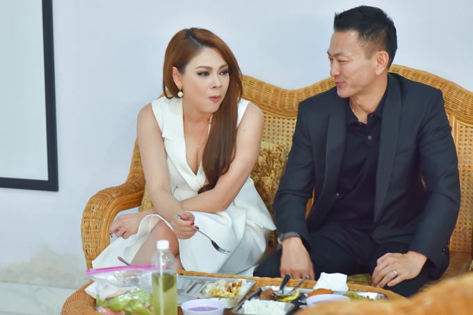 Bạn trai ăn cơm bình dân cùng Thanh Thảo ở phim trường - Ảnh minh hoạ 2