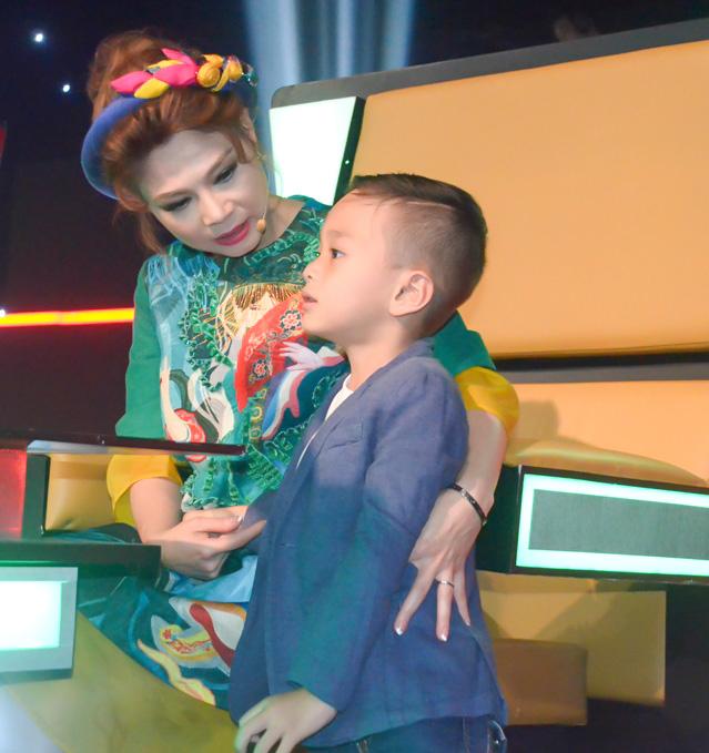 Bạn trai ăn cơm bình dân cùng Thanh Thảo ở phim trường - Ảnh minh hoạ 5